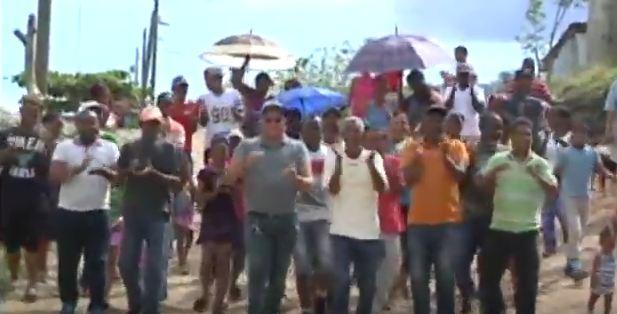 Residentes del Oriente 1 exigen calles - aceras y contenes en el Bonito de San Isidro