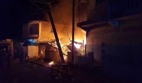 Resultado de imagen para familias que perdieron sus casas por un incendio en cancino adentro esperan director del invi cumpla promesa